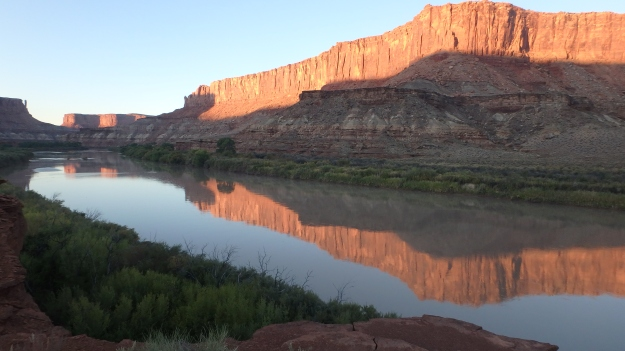 Sunrise reflections on the Green River